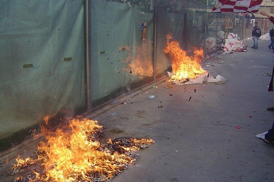 実録・無法ウルトラスに潜入(3)ローマの街中で浴びた火炎瓶攻撃。<Number Web> photograph by Takashi Yuge
