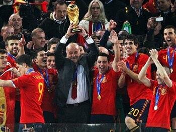 """""""ハンドボール""""か""""堅守速攻""""か?南アW杯が示した2014年への新潮流。<Number Web> photograph by FIFA via Getty Images"""