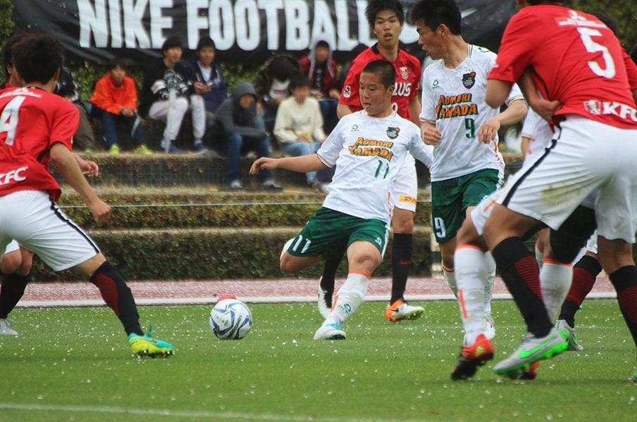 今季昇格組の浦和レッズユースとの対戦となったプレミア開幕戦。11番をつけた中村は、新チームとは思えない連係で見事にエースの責務を果たした。