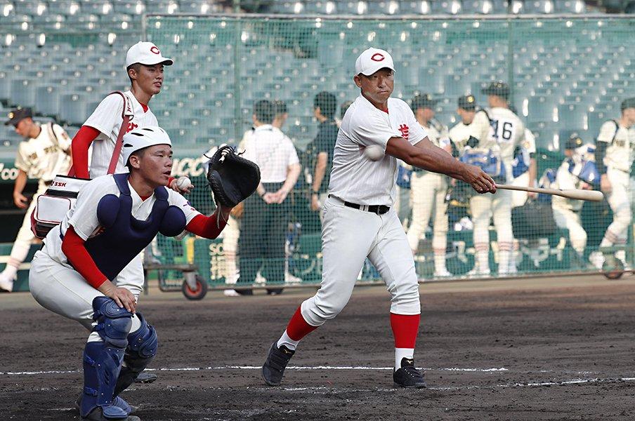 智弁和歌山を変えた中谷仁監督。捕手・東妻と投手陣で「守る」。<Number Web> photograph by Kyodo News
