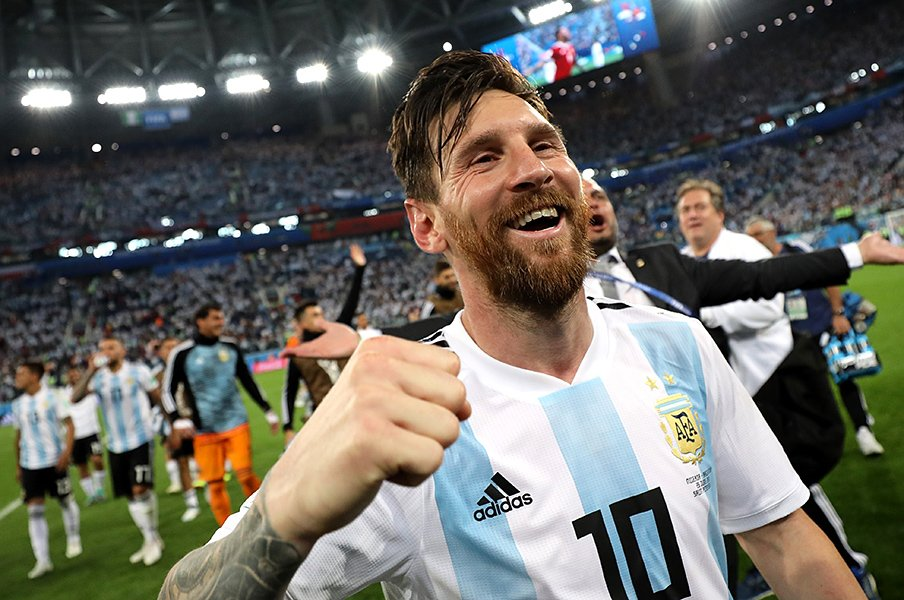 メッシに笑顔と切れ味が戻った!「アルゼンチン人でいるのは最高」<Number Web> photograph by Getty Images