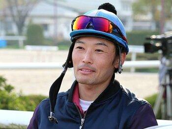 「被害」と「処分」のバランスは?後藤浩輝騎手の再びの落馬に思う。<Number Web> photograph by Yuji Takahashi