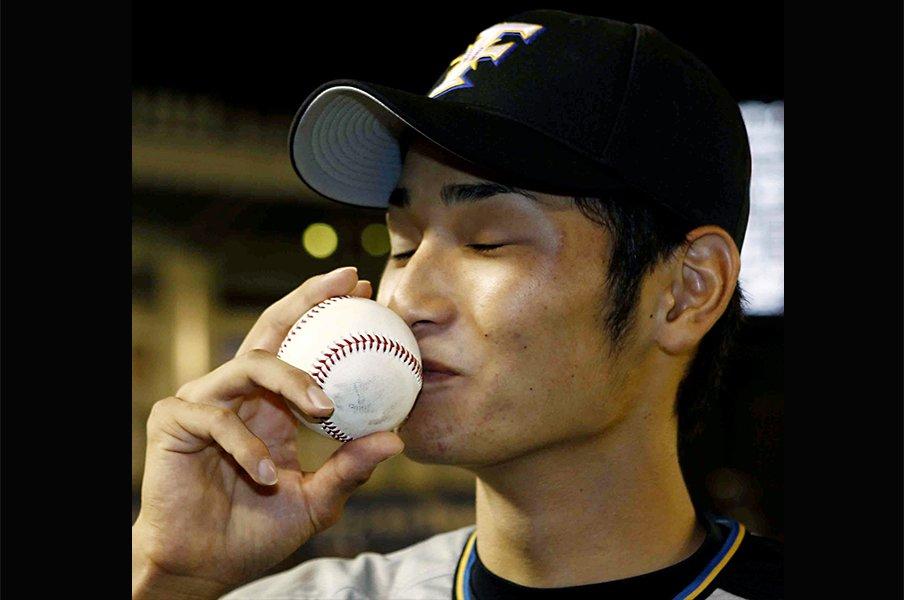 栗山監督が考える優勝の条件と、日本ハム苦節のドラ1右腕の再起。<Number Web> photograph by Kyodo News