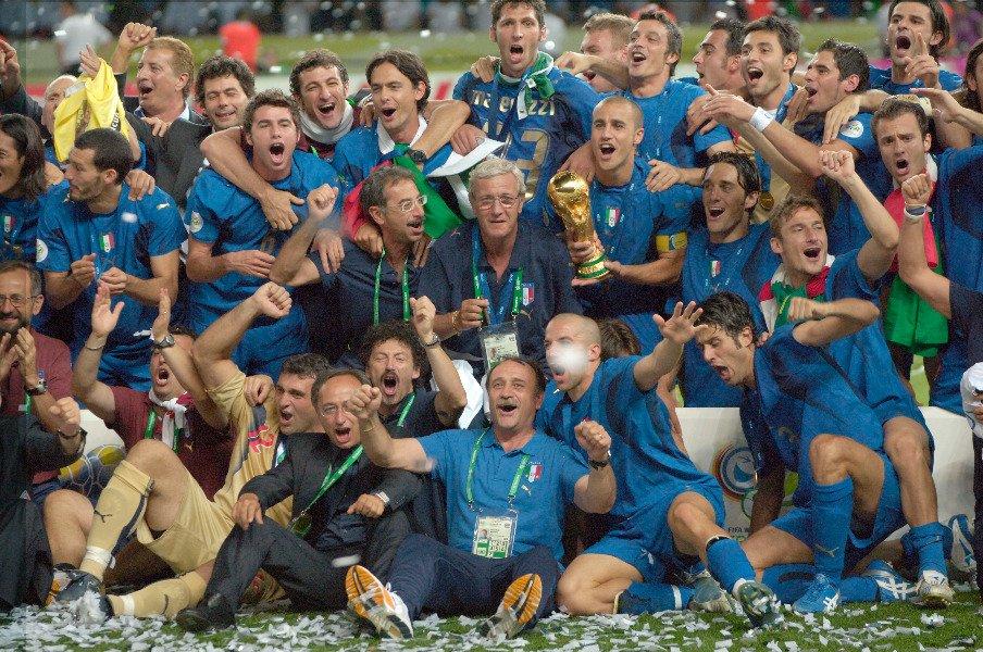 名将リッピ、カンナバーロにピルロ。イタリアW杯優勝の団結力を今こそ。<Number Web> photograph by Getty Images