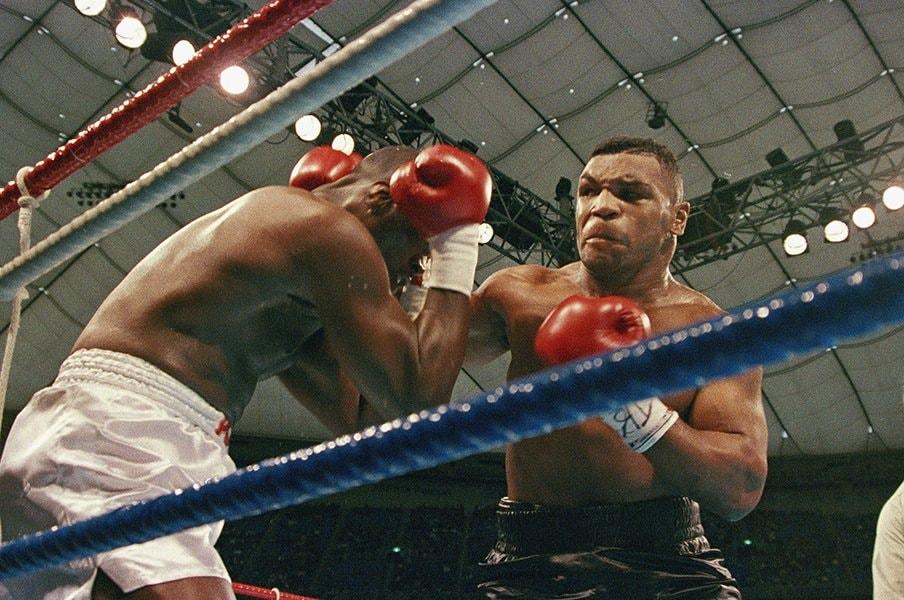 あの日、タイソンはなぜ負けたのか。1990年2月11日、東京ドームの衝撃。<Number Web> photograph by AFLO