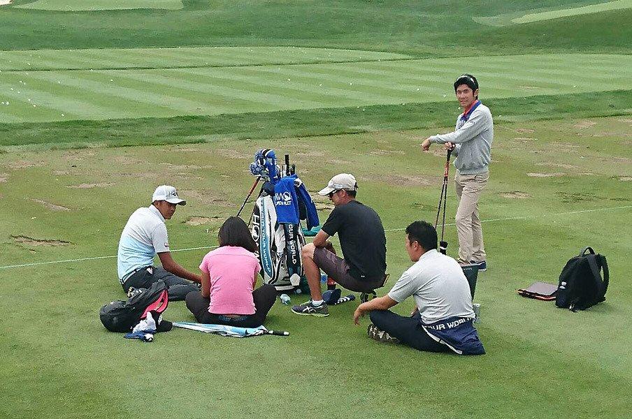 """岩田寛を支えるチームと""""兄貴分""""。ヒゲを剃り、笑顔が増えたその理由。<Number Web> photograph by Sonoko Funakoshi"""
