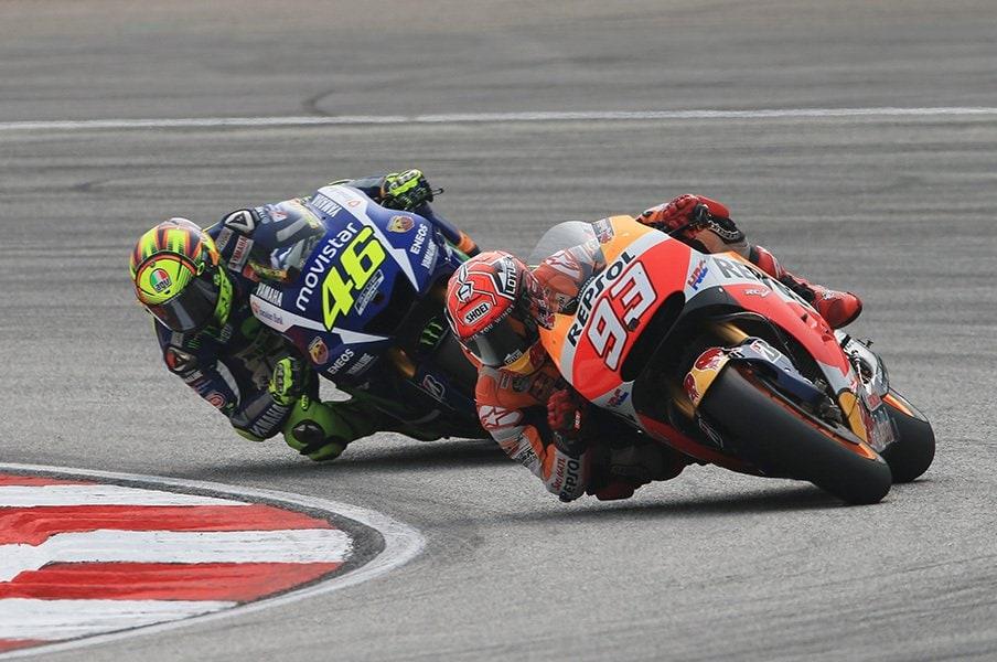 ロッシとマルケス、両王者の報復戦。マレーシアGPが史上最低のレースに。<Number Web> photograph by Satoshi Endo
