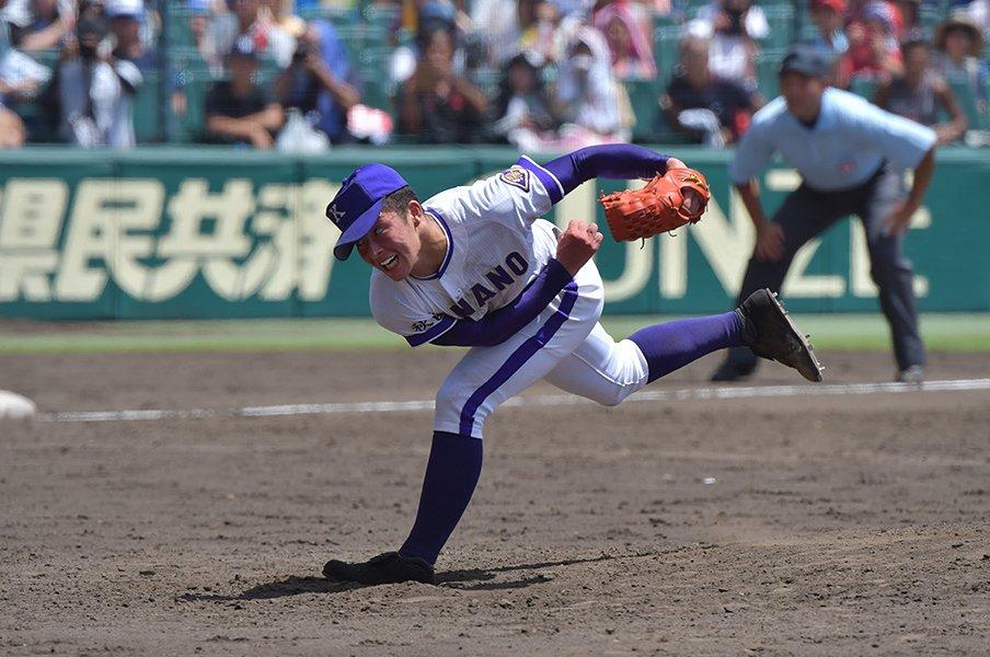 吉田輝星はストレートだけじゃない。横浜を倒した駆け引きと変化球。<Number Web> photograph by Hideki Sugiyama