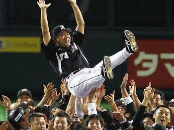 ロッテがCSの新しい戦い方を発明!「即興野球」で巨人も勝てる?<Number Web> photograph by KYODO