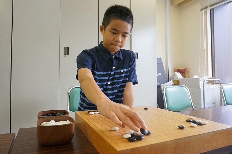 院生時代に114連勝! 驚異の13歳、囲碁・福岡航太朗初段に刮目せよ。<Number Web> photograph by Yukiko Naito