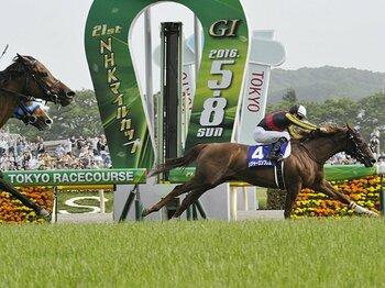周囲が「遅い」と感じるハイペース。NHKマイルはエンブレムの完全勝利。<Number Web> photograph by Kyodo News