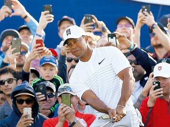 """タイガー・ウッズが再び""""神様""""になるには。~丸ちゃんがもう一度見たい、タイガーのアイアンショット~<Number Web> photograph by KYODO"""