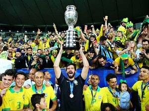 ブラジルを「解放」したコパ優勝。リオは季節外れのカーニバル状態に。