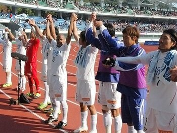 J1昇格プレーオフを巡る死闘90分。アディショナルタイムに笑う者、泣く者。<Number Web> photograph by Kyodo News