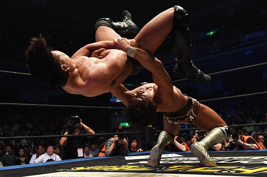 DDTプロレスが近未来を託した男と女。学生竹下幸之介と筋肉アイドル才木玲佳。<Number Web> photograph by Essei Hara