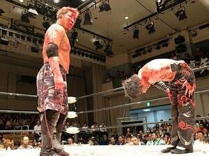 狂気と流血のデスマッチで「生きる」。竹田誠志と木高イサミの人生ドラマ。