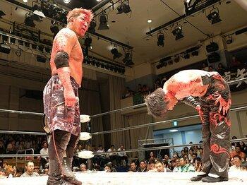 狂気と流血のデスマッチで「生きる」。竹田誠志と木高イサミの人生ドラマ。<Number Web> photograph by Norihiro Hashimoto