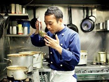 <体型維持の秘訣> あの料理人はなぜ太らないのか? ~ナイルレストラン三代目・ナイル善己の場合~<Number Web> photograph by Atsushi Hashimoto