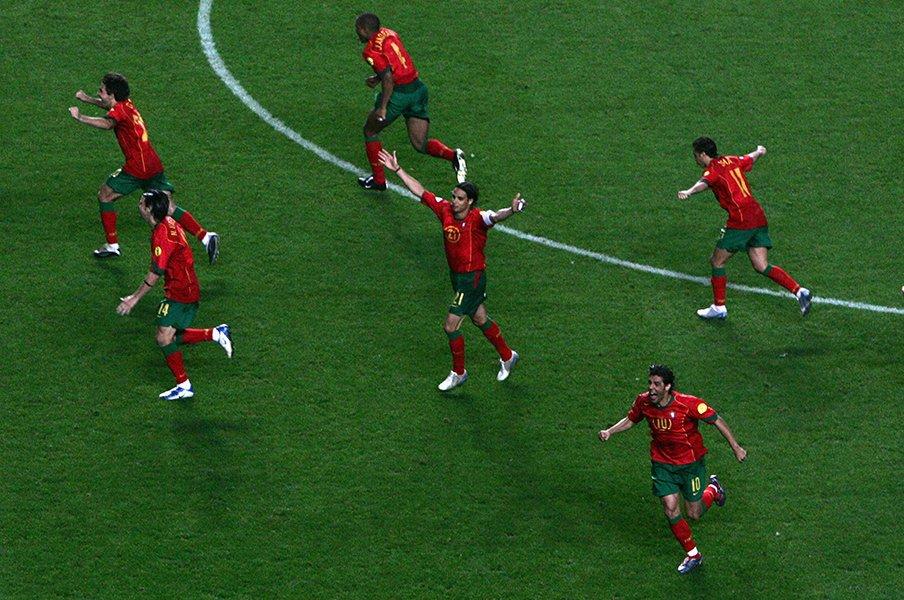 ルイ・コスタにフィーゴ、ロナウド。ひ弱なポルトガルが変貌した激闘。<Number Web> photograph by Getty Images