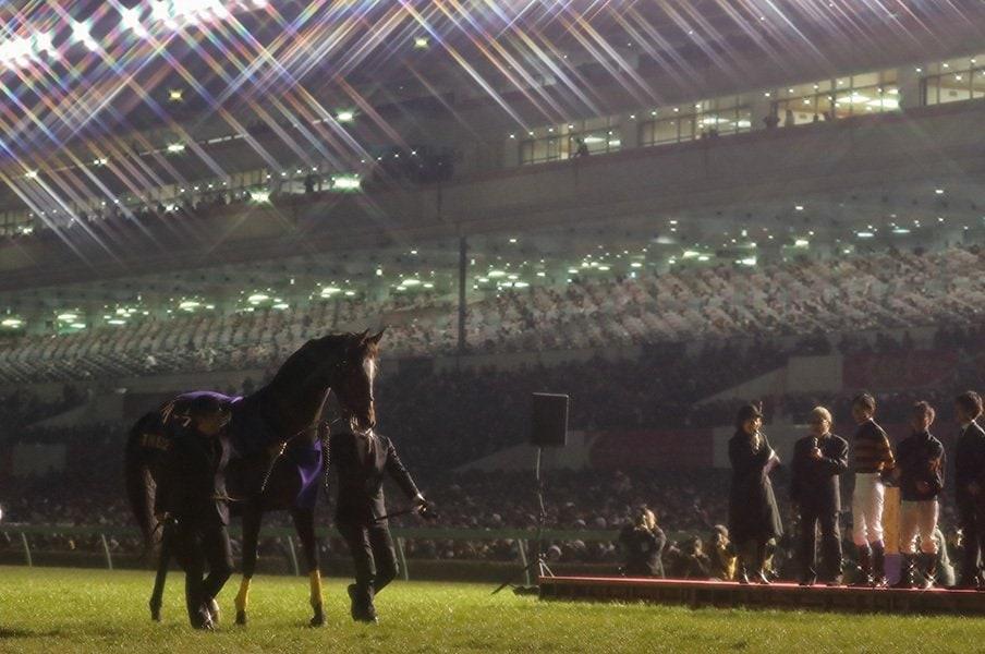 武豊とキタサンのハッピーエンド。名馬の枠を超えた絶対スターの引退。<Number Web> photograph by Yuji Takahashi