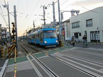 電車で縦断できない東京西部を行く。自転車らしい発見のある不思議旅。<Number Web> photograph by Satoshi Hikita