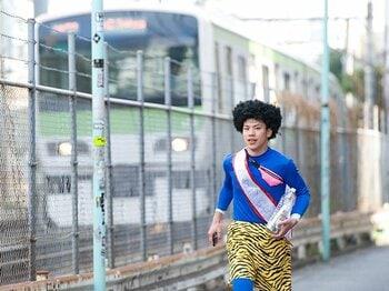 """『BORN TO RUN』の""""走る民""""を救え!募金を求めて山手線一周ラン体験記。<Number Web> photograph by Miki Fukano"""