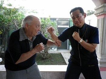 メキシコで王者を育成する、元教師の日本人トレーナー。~本場も認める古川久俊の手腕~<Number Web> photograph by BOXING BEAT