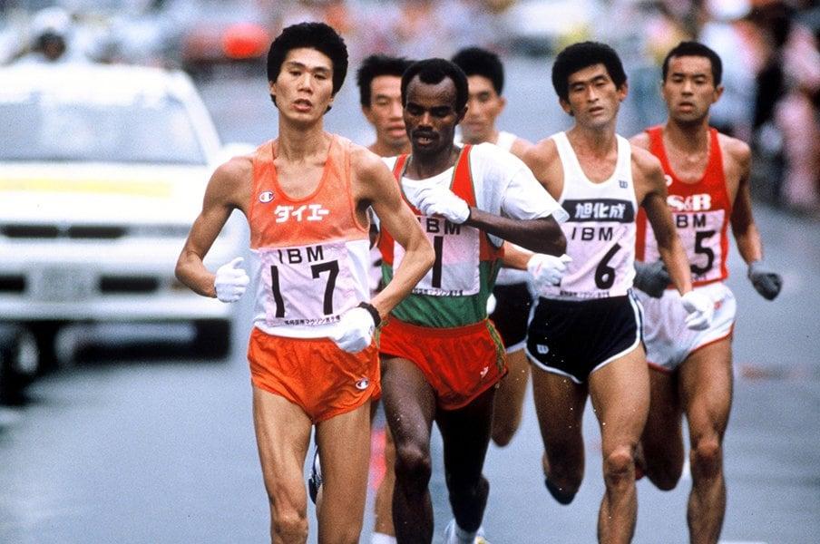 33年前、大迫傑よりも速いペースで。一緒に走って感じた中山竹通の殺気。<Number Web> photograph by BUNGEISHUNJU/JMPA