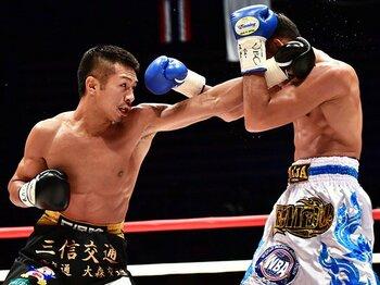 10度の防衛全てが日本開催の憂鬱。内山高志に世界のスターとの戦いを。<Number Web> photograph by Hiroaki Yamaguchi