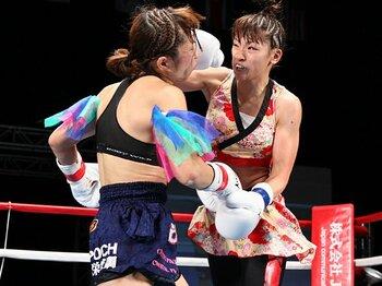 沈みゆく格闘技界を救うふたりの女神、RENAと神村エリカが紡ぐ新たな物語。<Number Web> photograph by Susumu Nagao