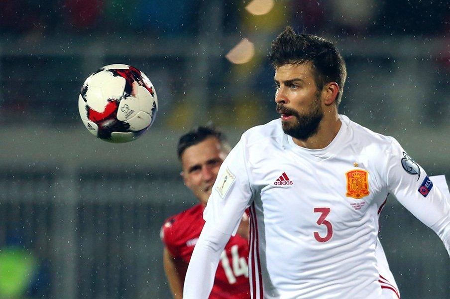 ピケが代表を去り、クエジャールが激怒。スペインメディアに選手からの反撃。<Number Web> photograph by AFLO
