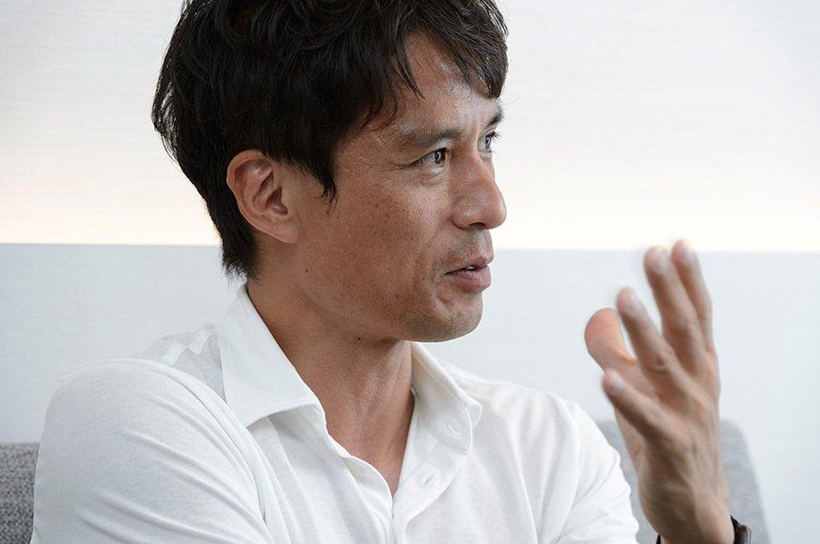 日本代表、最大の危機を乗り越える。「アブダビの夜」で宮本恒は何をした?<Number Web> photograph by Hirofumi Kamaya