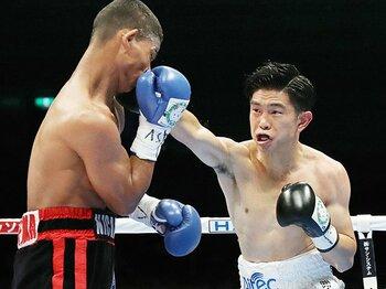 生命線のジャブを潰されてもV3!井岡一翔、次の狙いはスーパー王者。<Number Web> photograph by Kyodo News
