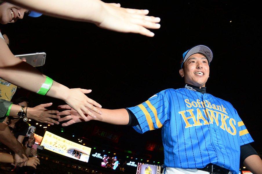 日本ハムと3差、8月週末は天王山続き。SB逃げ切りへ大隣憲司の左腕は唸るか。<Number Web> photograph by NIKKAN SPORTS