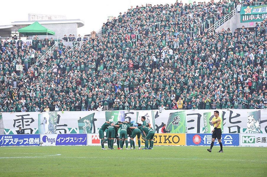 松本山雅のサッカーは、魂に来る。J1昇格プレーオフの雰囲気やいかに。<Number Web> photograph by J.LEAGUE PHOTOS