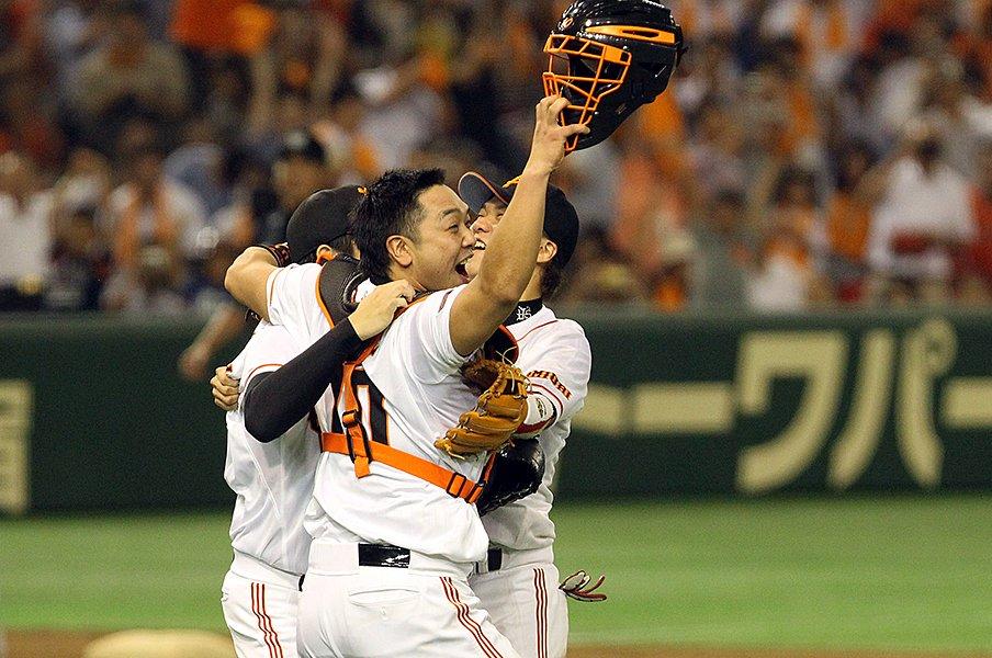 """阿部慎之助が巨人と球界に刻んだ、""""打てる捕手""""としての超人的成績。<Number Web> photograph by Shigeki Yamamoto"""