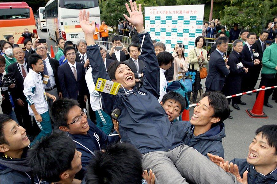 全日本を東洋が制し、箱根は混戦?本命はなお青学も、神野次第では……。<Number Web> photograph by Kyodo News