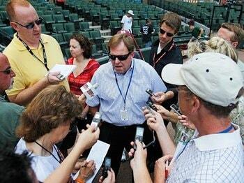 カブスのGM解任に見る、低迷球団再建の難しさ。~メジャー独特の補強策を考える~<Number Web> photograph by Getty Images