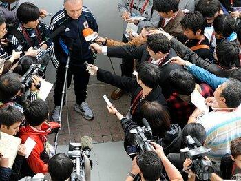 3バックは本当に復活するのか?ザッケローニの次なる一手に注目。<Number Web> photograph by Takuya Sugiyama