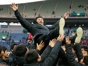 """4-1-4-1は東福岡の""""信念""""である。17年ぶり選手権制覇への道のり。<Number Web> photograph by Sho Tamura/AFLO SPORT"""