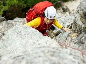 「着替える場所がない」「まだ男性を背負えない」山岳遭難救助隊に入った女性隊員(27歳)のタフな毎日《遭難事故年間200件》