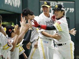 社会人→家業手伝い→大学→プロ。ホークスの「異色」捕手・高谷裕亮。