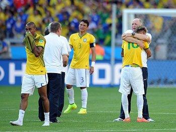 """開催国ブラジルの""""異常な精神状態""""。ベスト8のトラウマと陽気な難敵。<Number Web> photograph by Getty Images"""