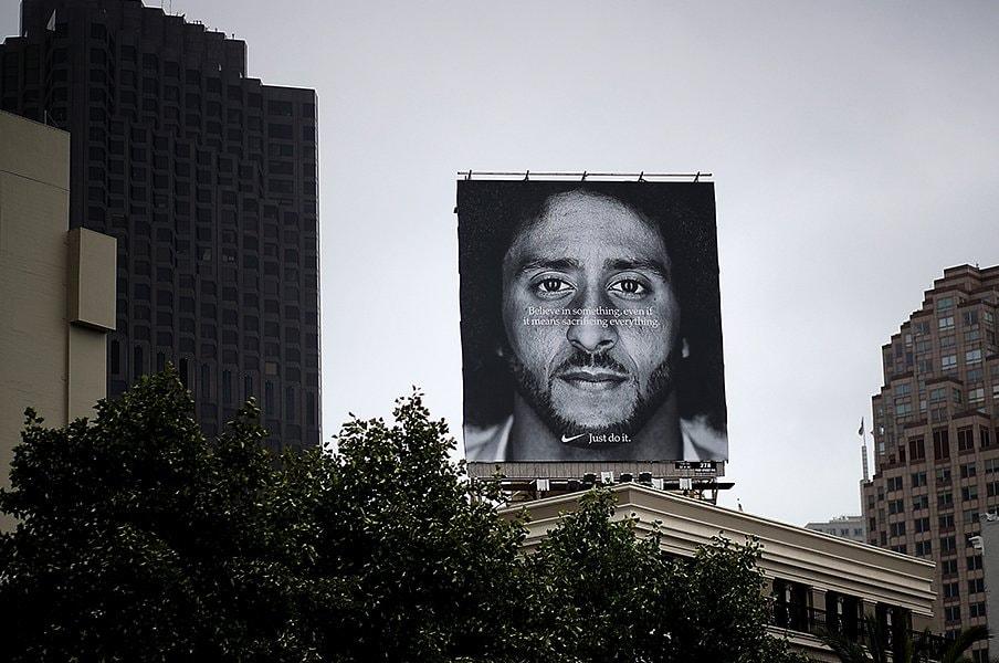 ナイキの広告戦略に全米が驚愕。反トランプの元NFL選手が前面に。<Number Web> photograph by Getty Images