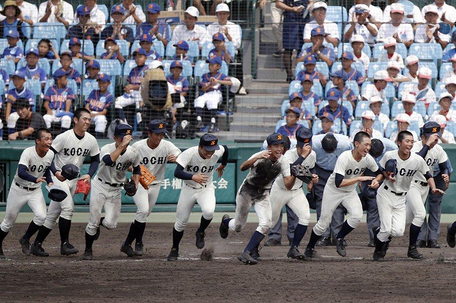 高知商が選手に施した「洗脳」。明徳義塾撃破を胸に、甲子園優勝へ。<Number Web> photograph by Kyodo News