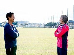 石川直宏が引退直前に佐藤由紀彦と。「最後は自分らしく」「ナオのスタイルを」