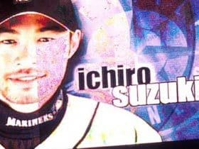 Fans, behind Ichiro. ファンはイチローの味方である。