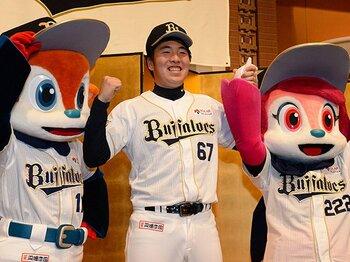 甲子園準優勝でなぜドラフト6位?佐藤世那の「ハンデと野球カード」。<Number Web> photograph by NIKKAN SPORTS