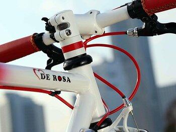 シティ派ライダー達のブランド・バトルを鼻で笑う、DE ROSAのクロスバイク。<Number Web> photograph by NICHINAO SHOKAI