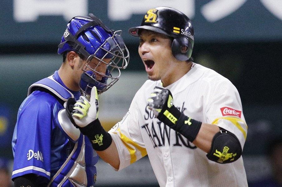 松田宣浩、4年ぶり先発落ちに発奮!「ケンケン打法」が半足前で復活。<Number Web> photograph by Kyodo News
